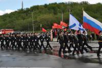 В Североморске развернули самую большую копию Знамени Победы